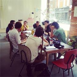 Participants à un évènement Eccone autour d'un table